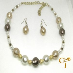 White, honey, and chocolate crystal pearls necklace and earrings set